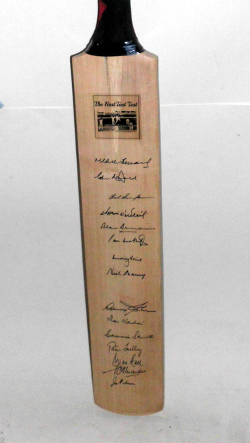 Tied Test bat signed by 15 - Benaud, Simpson, Sobers
