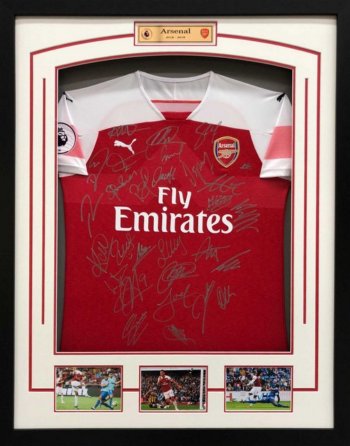 Arsenal 2018-2019 Team Signed Jersey
